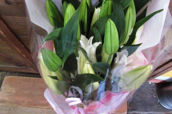 豪華なオリエンタルリリーの花束