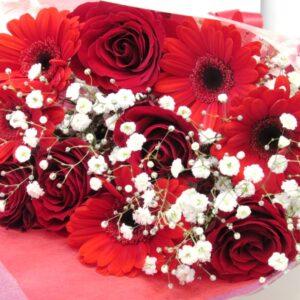 赤バラとガーベラの花束