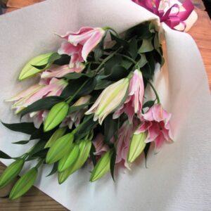 豪華なオリエンタルリリーの花束-ピンク系